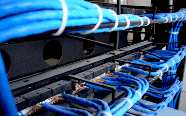 Redes Físicas A Fibra TI atua com a instalação de redes físicas, proporcionando qualidade na transmissão dos dados entre os computadores e notebooks da sua empresa..
