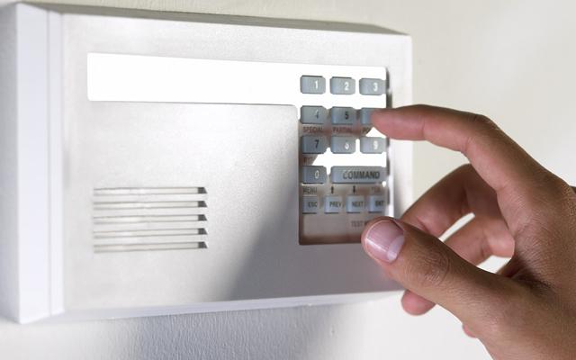 AlarmeMantenha o ambiente seguro, seja sua loja, escritório ou residência. Com a instalação do alarme você fica sabendo sobre possíveis violações ao seu patrimônio, através do seu celular.
